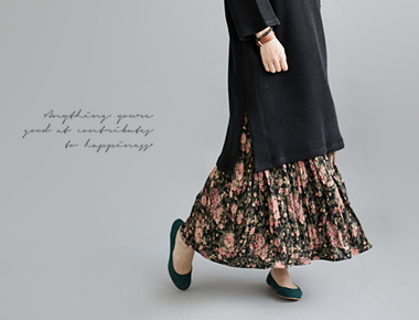 [Shipped the same day] Marquez Flower Pleats Skirt NON no soft texture over a pretty flower printing
