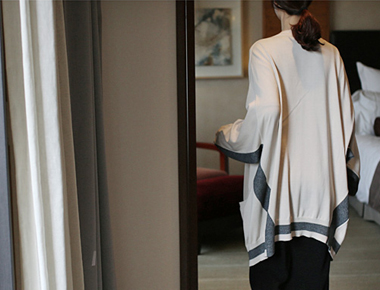 [Shipped the same day] Charcoal color combination long cardigan over the shoulders, neck lines seemingly designed yeori main door Breadth week