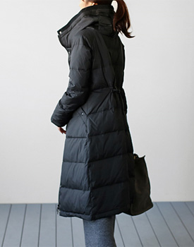 It's monc down seemingly long padded coat warm light and slim fit -