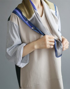 River Square Scarf - size not less 2cChic LA's scheme more practical ~ Navy Color Temporary sold-out