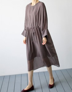 March ops The cost of fabric is really high ~ It is a good price compared to it ^ ^ With a luxurious loose fitting dress ~ Jeans are also good ~